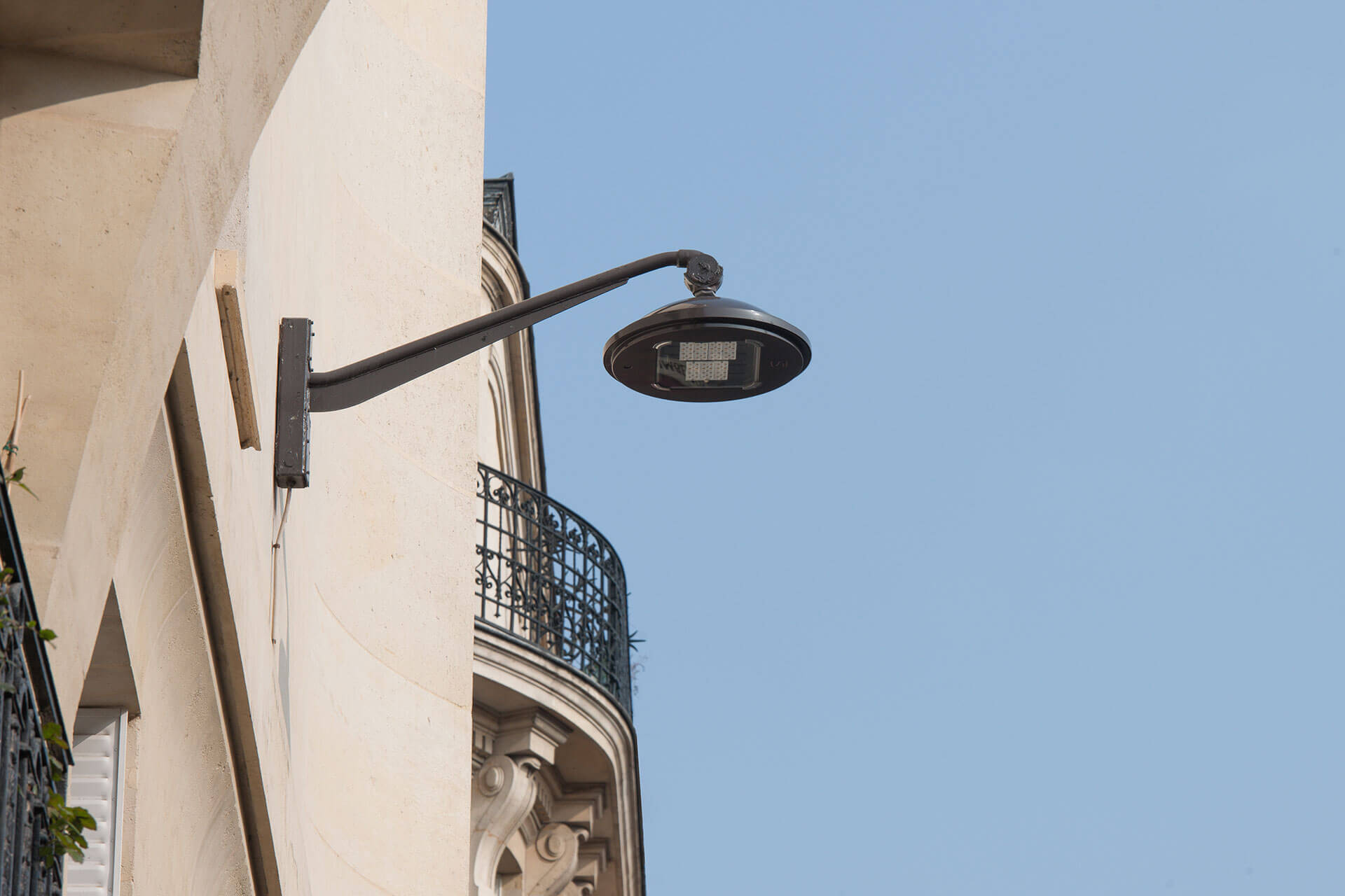 Schréder urban lighting solution enables the city of Paris to ensure its distinctive round luminaires while achieving sustainability goals