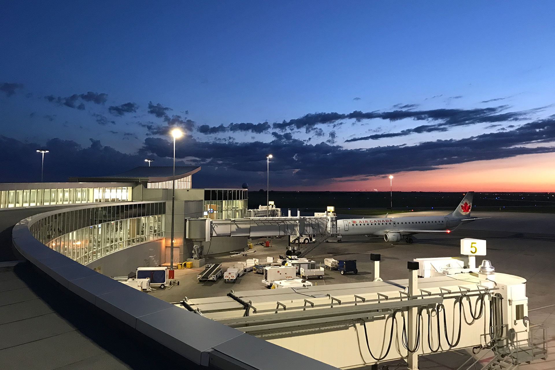 Schréder apron lighting solution respects strict tilt criteria to light Saskatoon airport in Canada