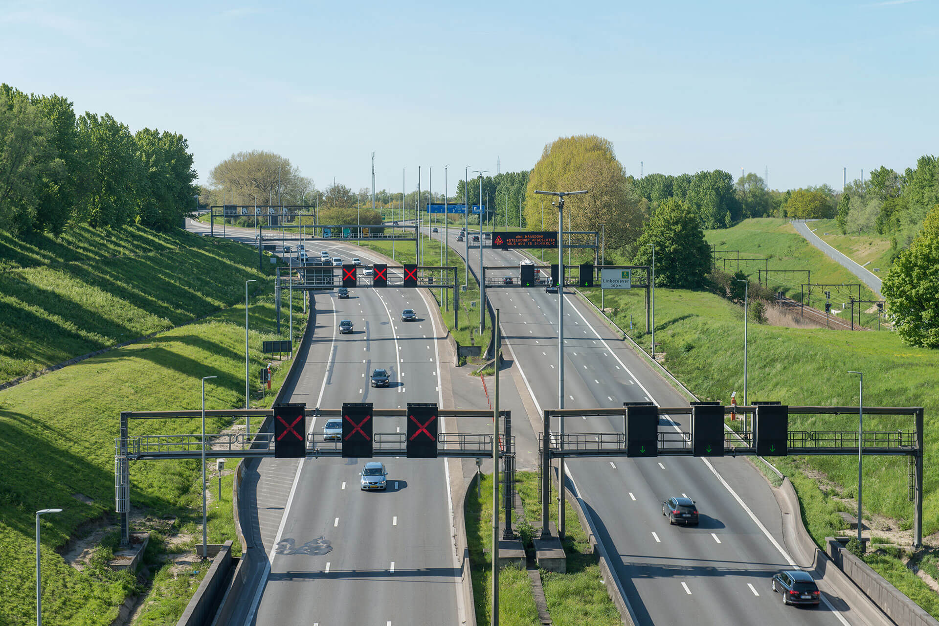Schréder LED luminaires cut operational costs while improving safety on E17 motorway in Belgium