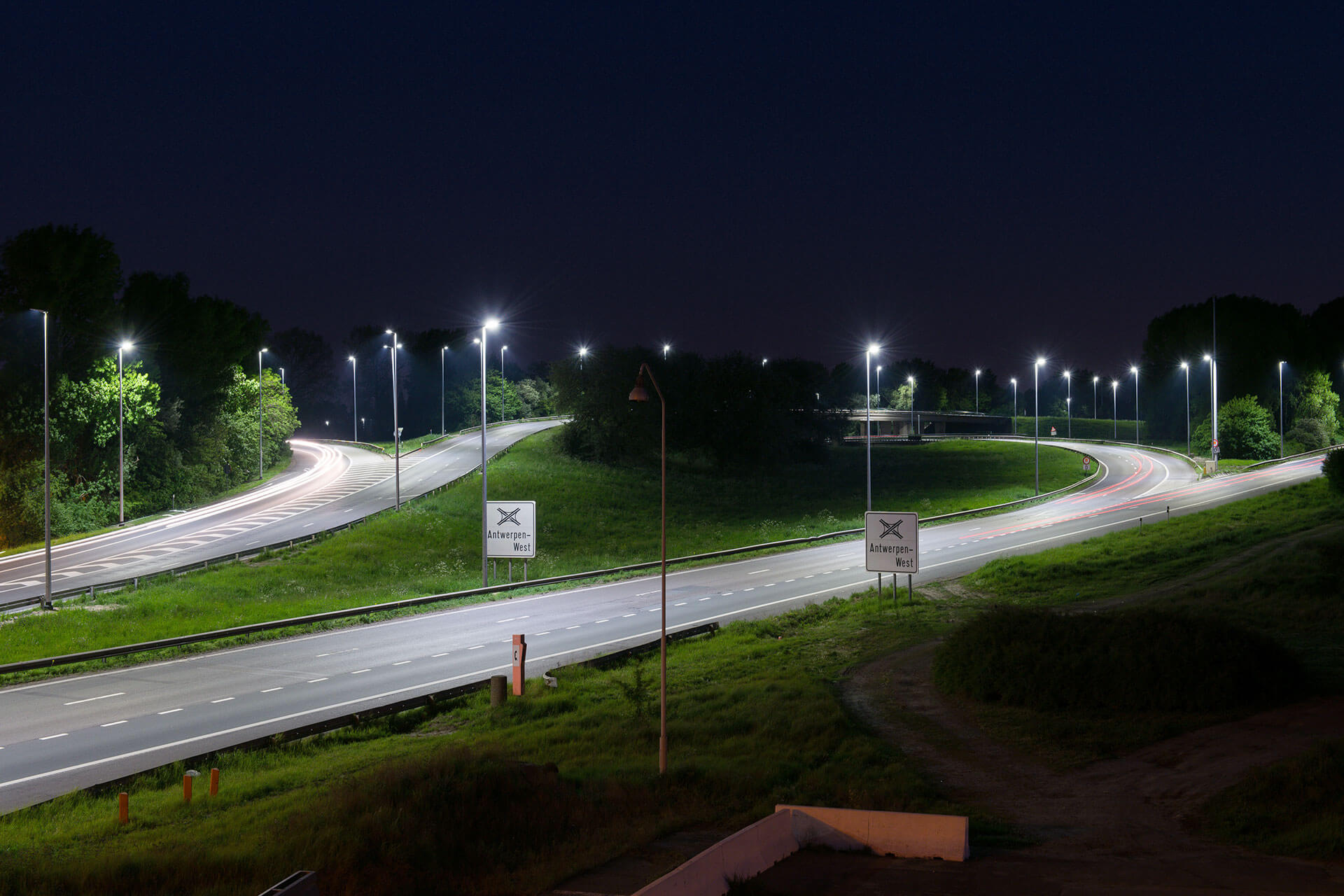 Schréder outdoor luminaires ensure a safe and comfortable driving experience for motorists using the E17 in Belgium