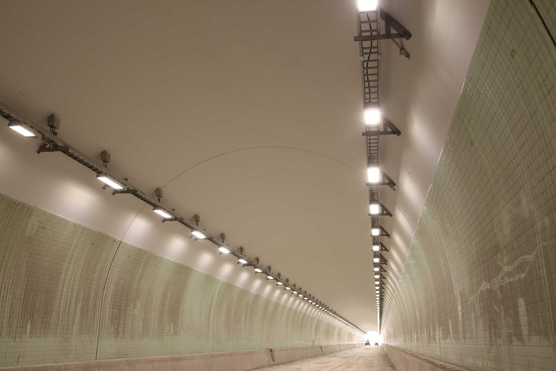 The FV32 was chosen to light Carlin Tunnel, the first highway tunnel in the US to switch to LED lighting, cutting costs and improving visual comfort